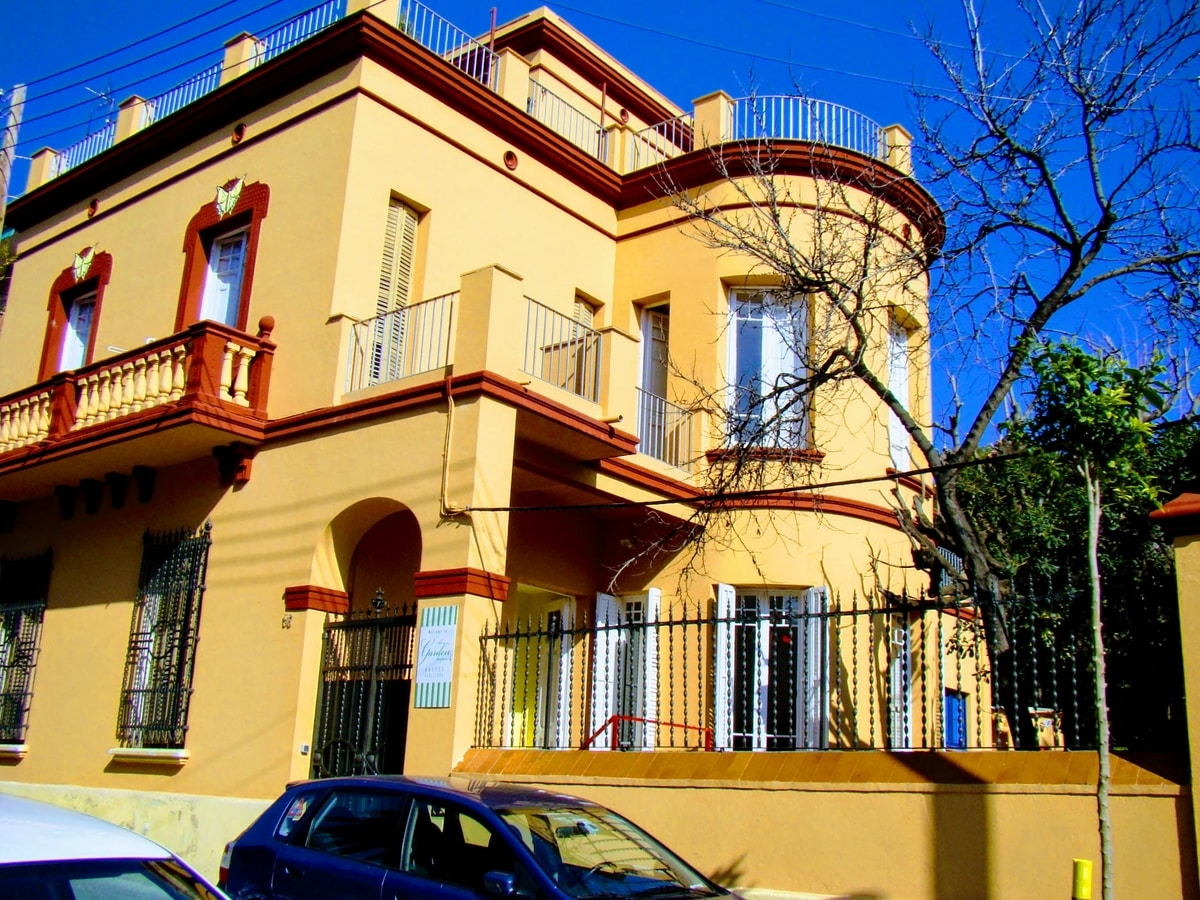 Youth hostels barcelona pictures garden house - House doctor barcelona ...